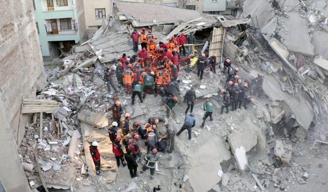 Al menos 22 muertos en Turquía por terremoto