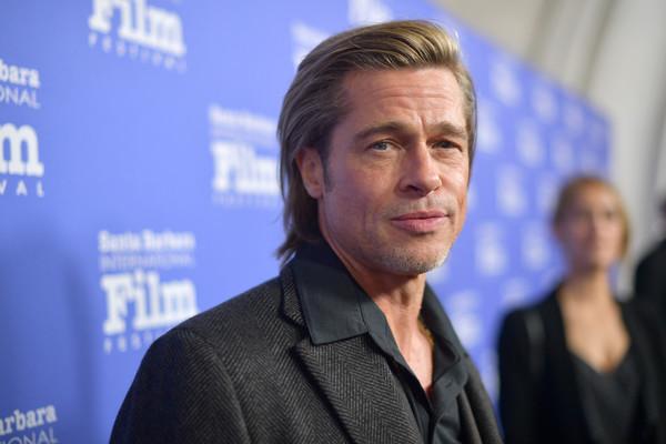 A Brad Pitt los años le comienzan a pesar