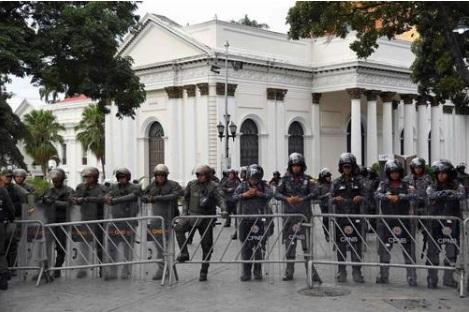 Militares intentaron impedir ingreso de Guaidó al Parlamento