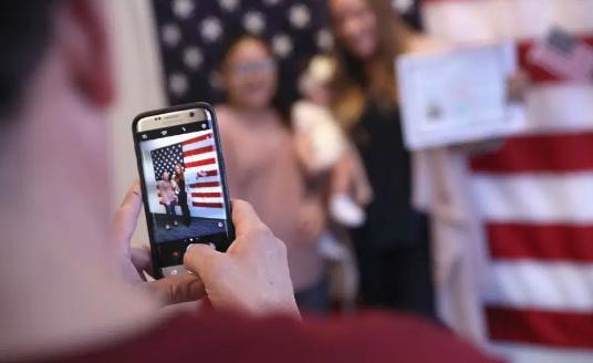 Los Ángeles recibe más de 7 mil nuevos ciudadanos