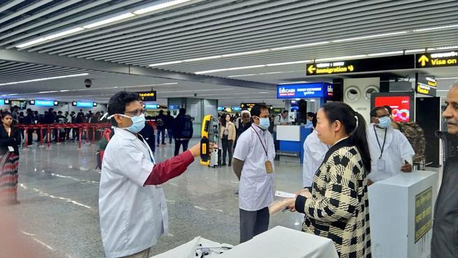 Coronavirus genera suspensión de vuelos hacia China