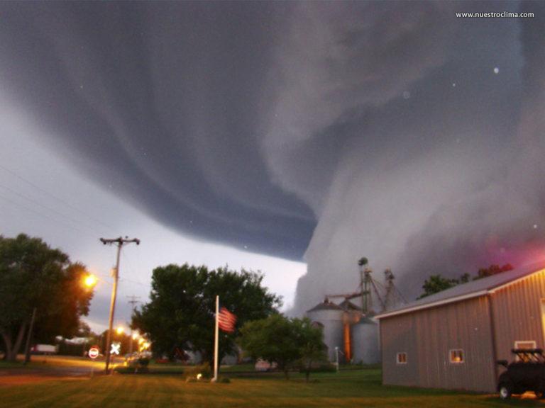 ¡Tornados e inundaciones! Sur de EE.UU bajo amenaza