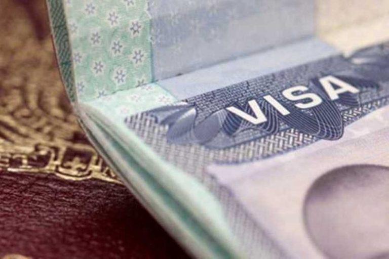 Jueces cuestionan requisito de seguro para otorgar visas
