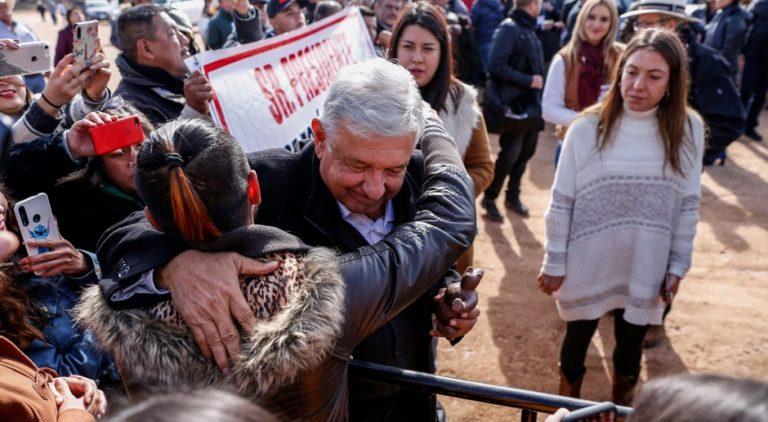 AMLO se reúne con familia LeBarón y promete justicia