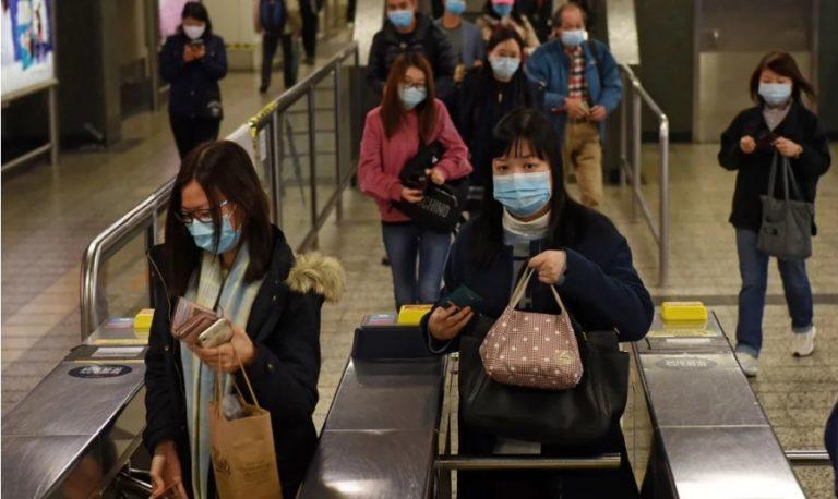 Viajeros de China Continental directo a cuarentena en Hong Kong