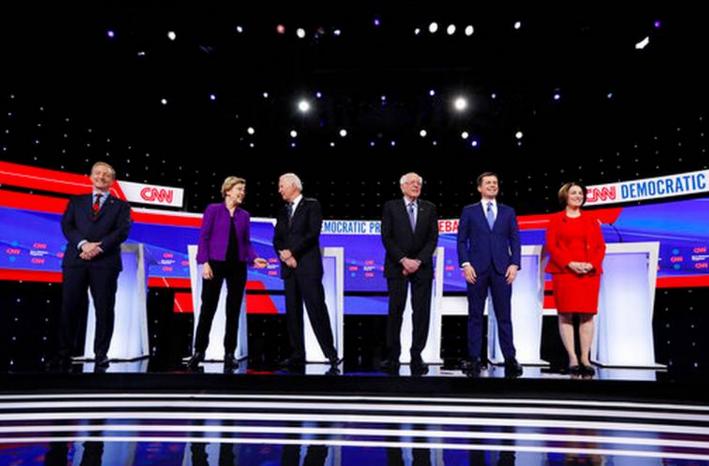 Todo listo para debate demócrata con Bloomberg