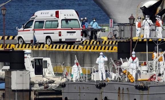 Van 20 infectados de coronavirus en crucero en Japón