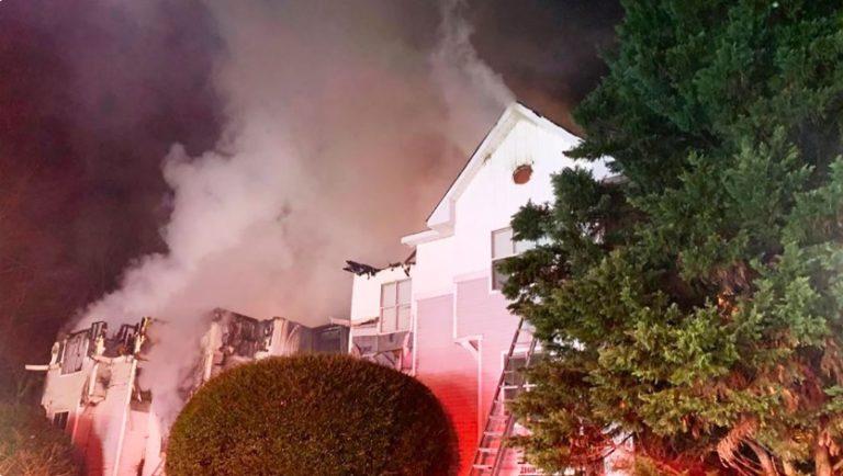 Incendio destruye edificio al suroeste de Charlotte