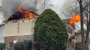 Incendio daña apartamento al suroeste de Charlotte