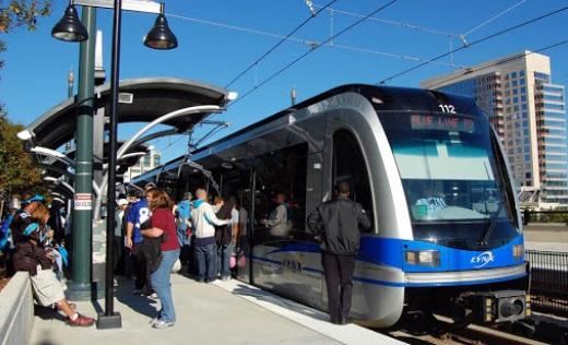 Trenes de Línea Azul LYNX presentan retraso