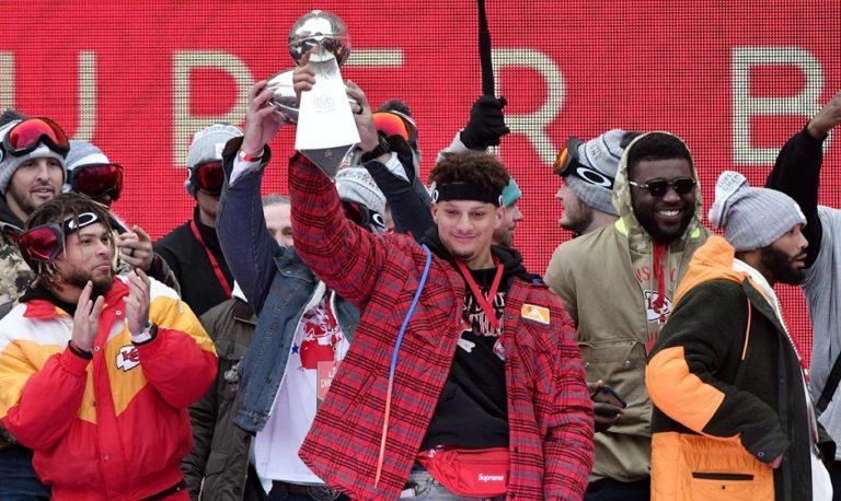 Celebración y caos en desfile de campeón de Chiefs