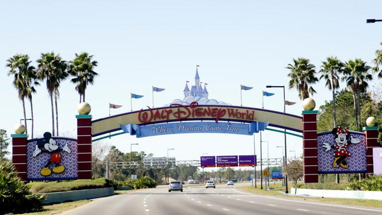 Cierre temporal de parques Disney y Universal