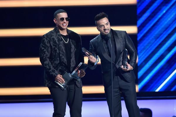 Posponen Premios Billboard de la música latina 2020