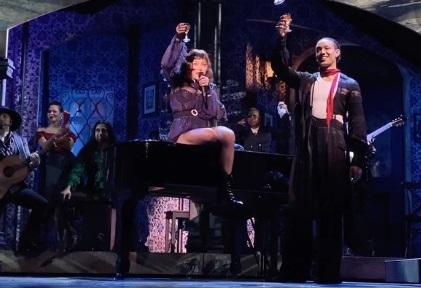Madonna llora en el escenario tras sufrir una caída