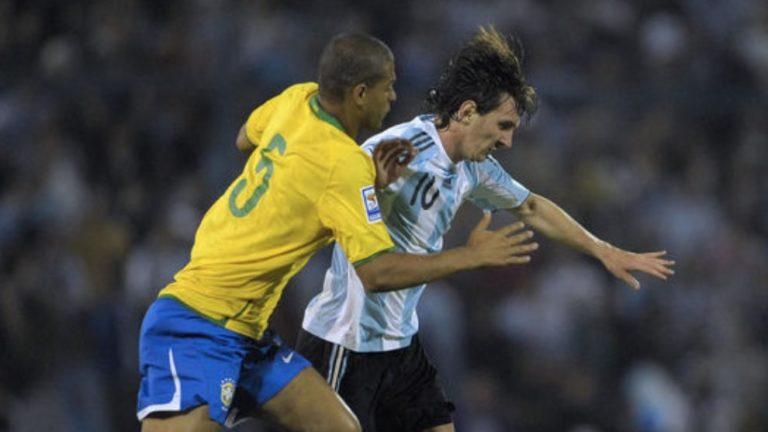 Jugadores de Brasil se rotaban para patear a Messi