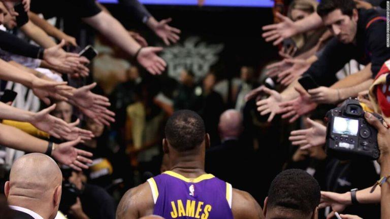NBA marca distancia con fanáticos por coronavirus