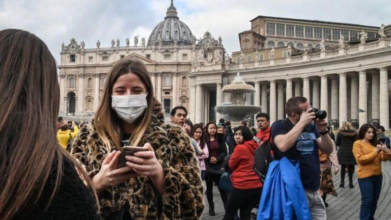 El coronavirus llegó al Vaticano