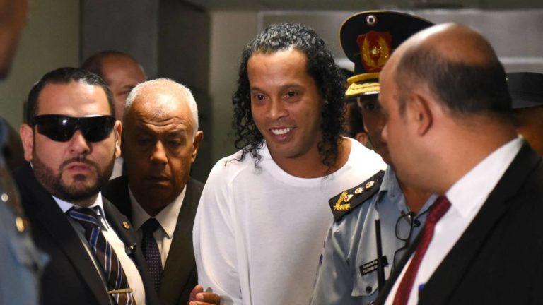 Juez negó a Ronaldinho pasar arresto en una mansión