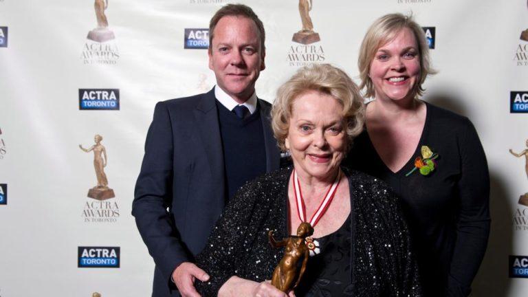 Murió actriz Shirley Douglas madre de Kiefer Sutherland