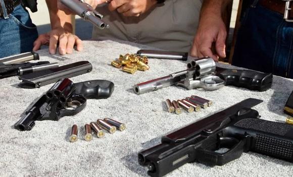 Millones de armas vendidas en EEUU ante COVID-19