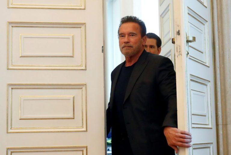 Schwarzenegger realizó donativo para nuestros héroes