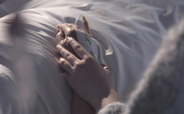 Muere por COVID-19 tras reencontrar a sus hijos