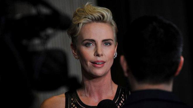 Charlize Theron lucha contra la violencia de género