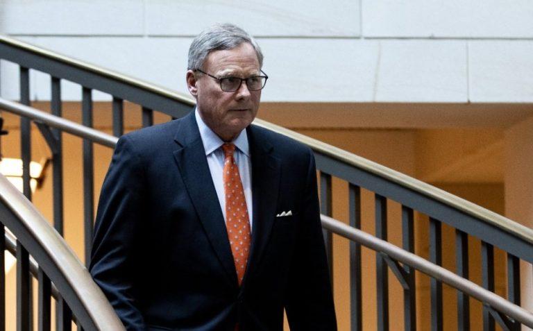 FBI: Orden de arresto contra senador de NC Richard Burr