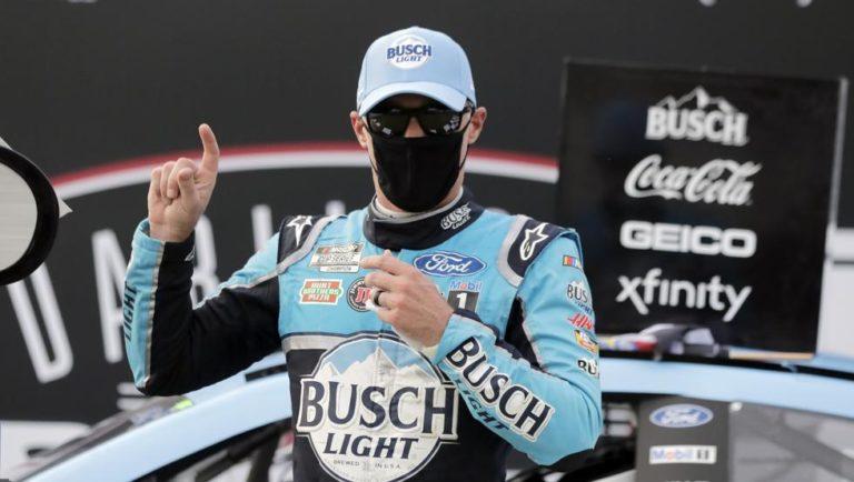 Kevin Harvick ganó en Darlington en el regreso de la NASCAR