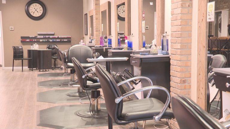 NC: Salones de belleza demandan al estado para que se les permita reabrir
