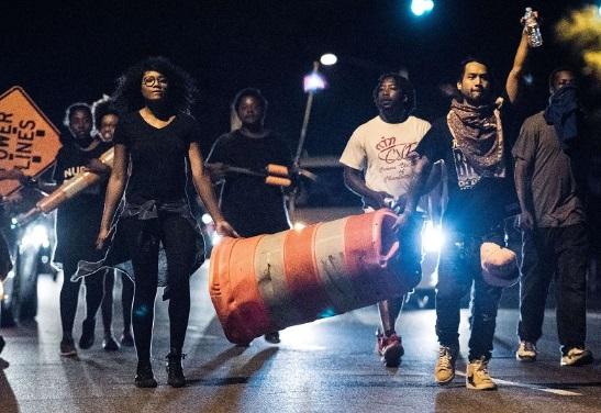 Solicitan ayuda para identificar agresor con explosivos en manifestación