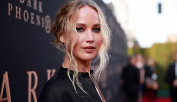 Jennifer Lawrence se estrena en Twitter pidiendo por afroamericana