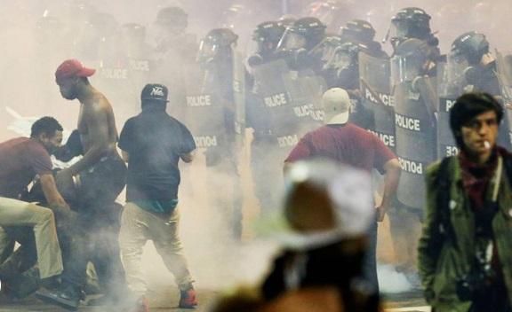 Solicitarán no comprar agentes químicos para dispersar protestas