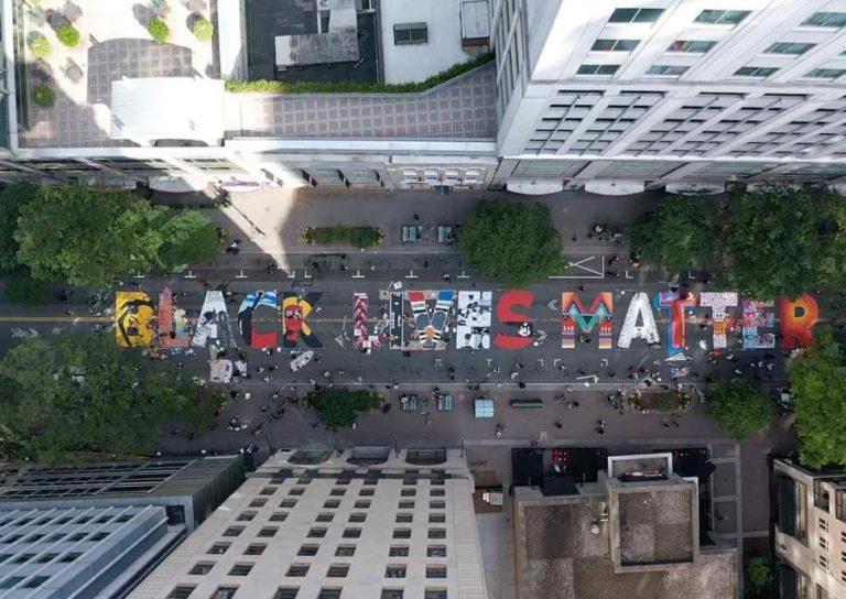 Pintan mural de Black Lives Matter en Charlotte