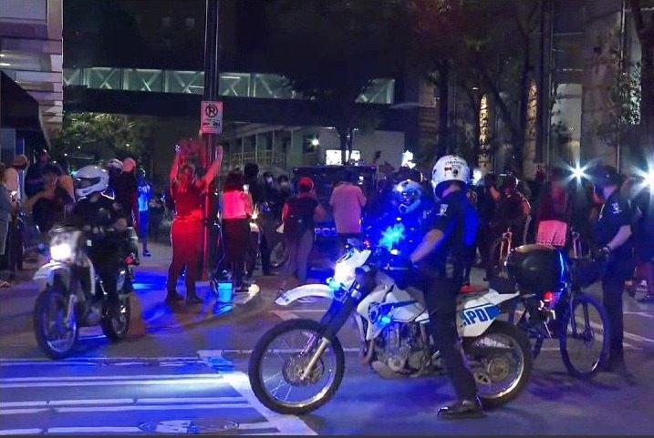 #GeorgeFloydProtest culminó una noche más con violencia
