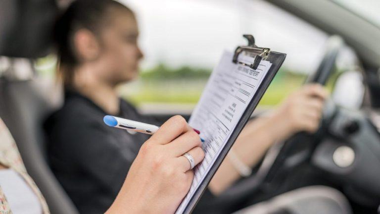 Proyecto de ley permite a adolescentes obtener licencia sin hacer prueba de manejo