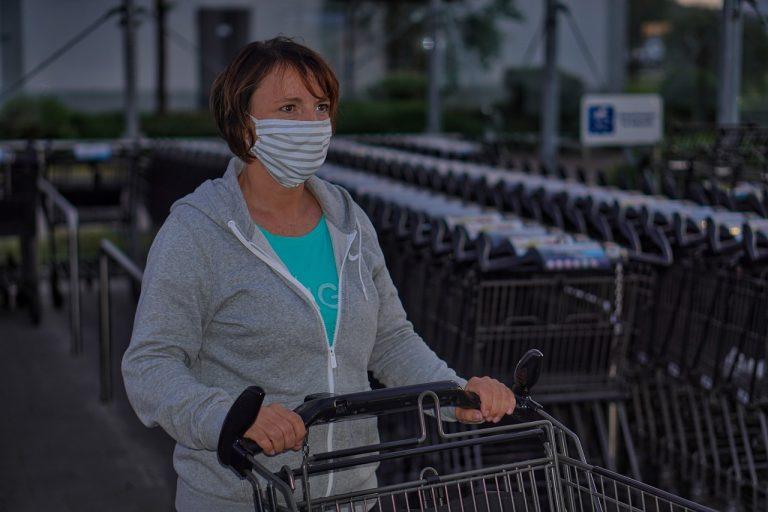 NC rompe récord de contagios de COVID-19 en vísperas del fin de semana del 4 de Julio