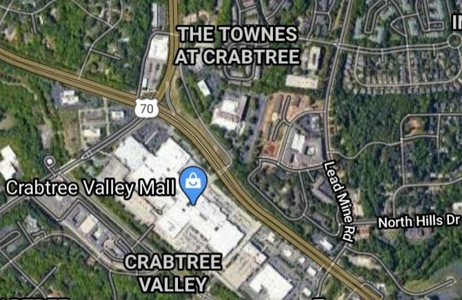 Dos personas heridas en inusual accidente en Raleigh