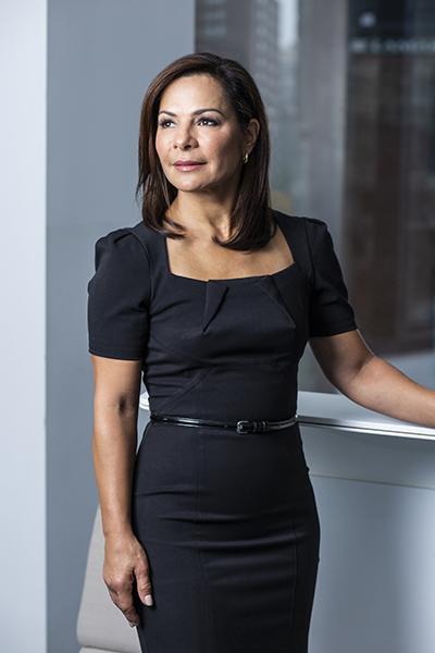 Mujer latina destaca en compañía americana tras 29 años de labor