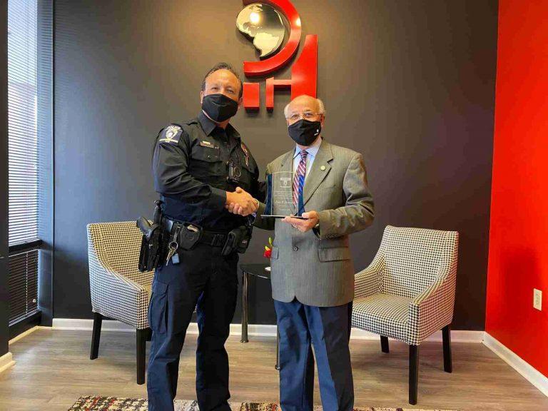 CMPD entregó reconocimiento al fundador de Progreso Hispano News