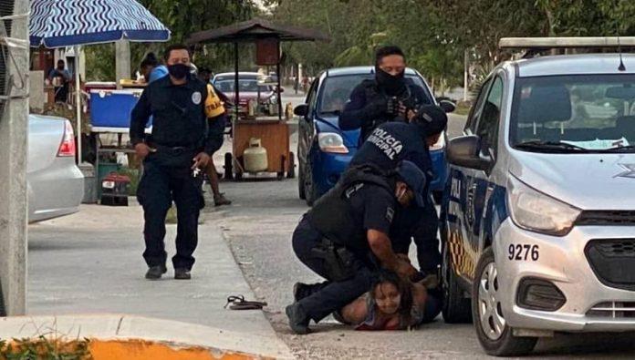 Mujer salvadoreña murió mientras era sometida por la policía en México
