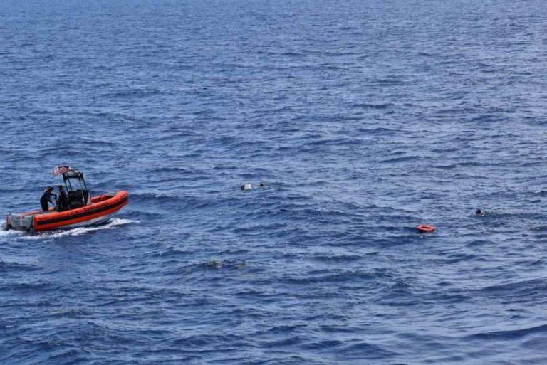 Arrestan a 11 inmigrantes que llegaron en una embarcación a Florida