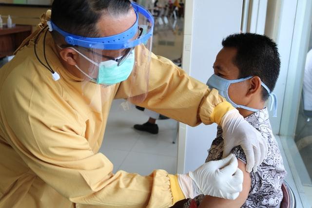 Biden fija meta de vacunación para el 4 de Julio