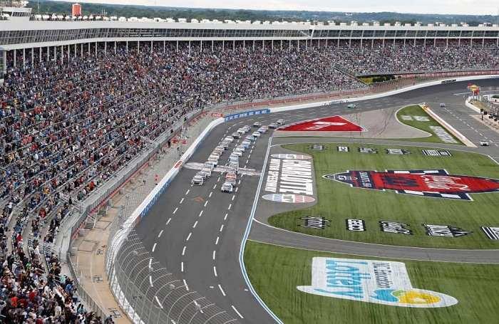 ¿Es Charlotte Motor Speedway la mejor pista de NASCAR? Ingresa y decide con tu voto