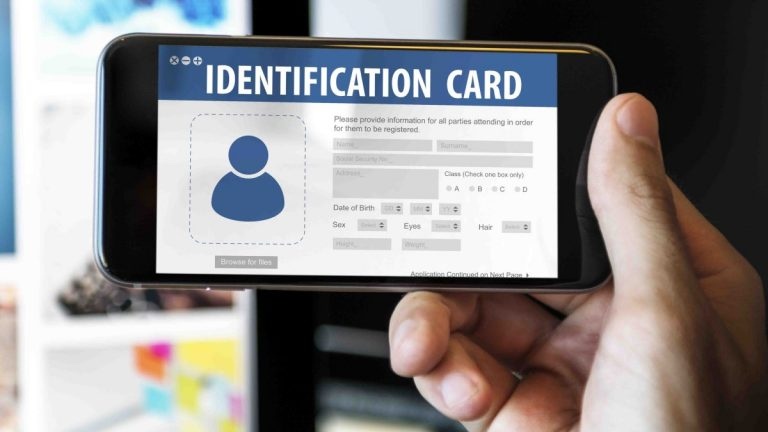 Miami-Dade aprueba identificación comunitaria para indocumentados