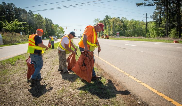 Recolectadas más de 7 millones de libras de basura en las carreteras