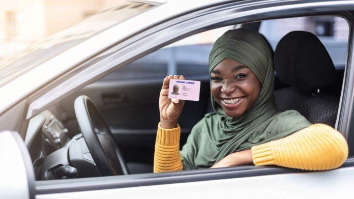 Rhode Island detiene licencias de conducir a indocumentados
