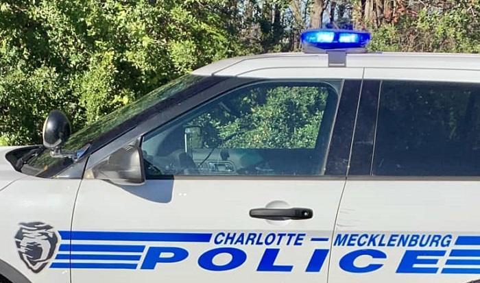 Tres heridos en accidente que involucra a patrulla de CMPD