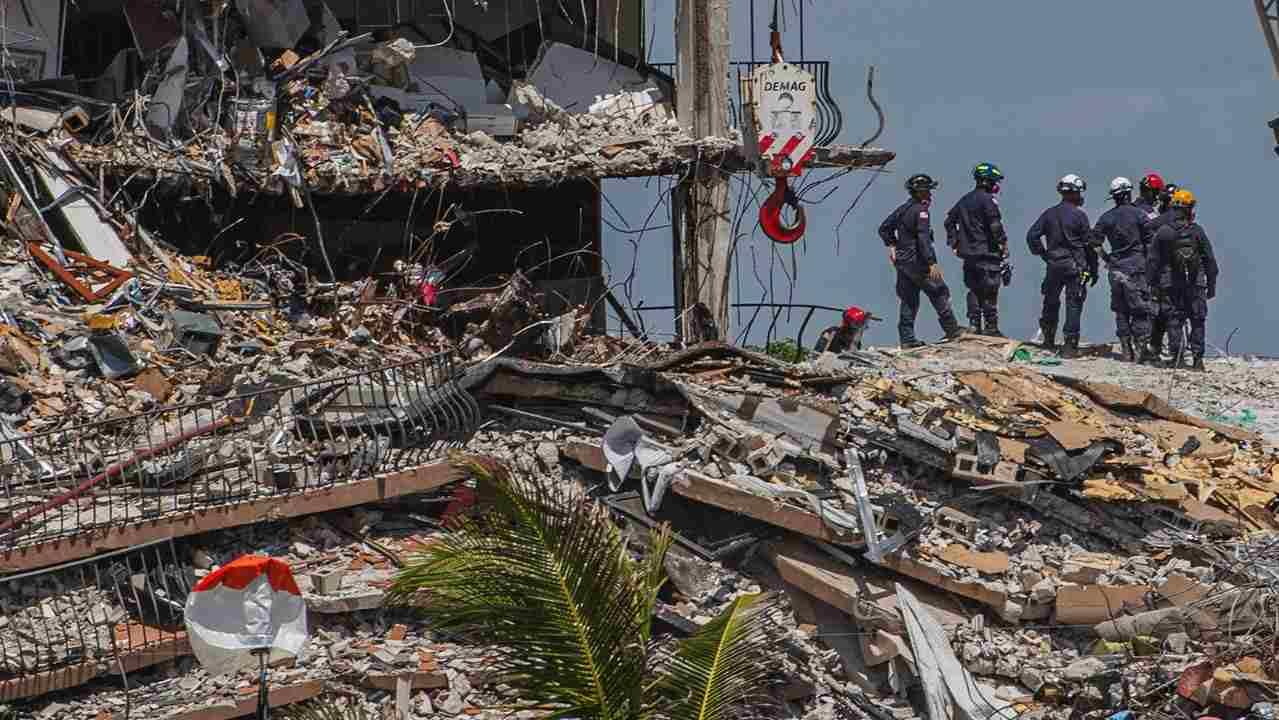 Recuperan 15 cuerpos entre los escombros en Surfside