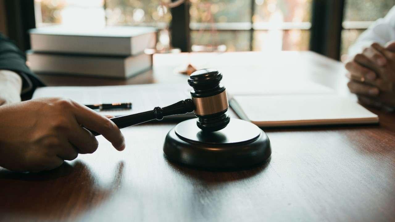 Aprobaron $891 millones para contratar 100 nuevos jueces de migración